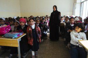 Bambine a scuola a Qayyara.  Foto di Cosimo Attanasio